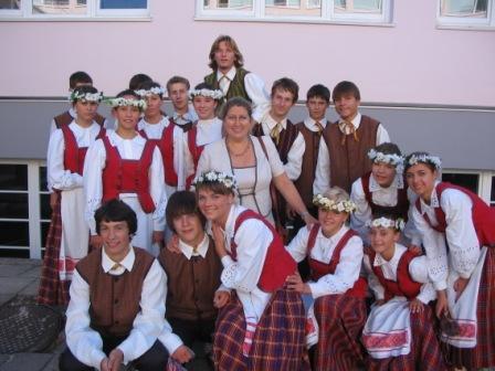 K.Nainienė su savo mokiniais
